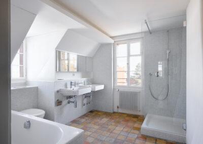 Holzfenster im Badezimmer, Schmid Fenster Manufaktur