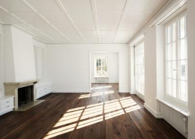 Wohnzimmer mit Chemine, Schmid Fenster Manufaktur